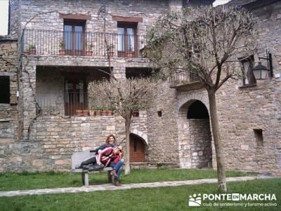 Pueblo con encanto España - Ainsa; tienda montaña ribera de curtidores; tiendas trekking madrid